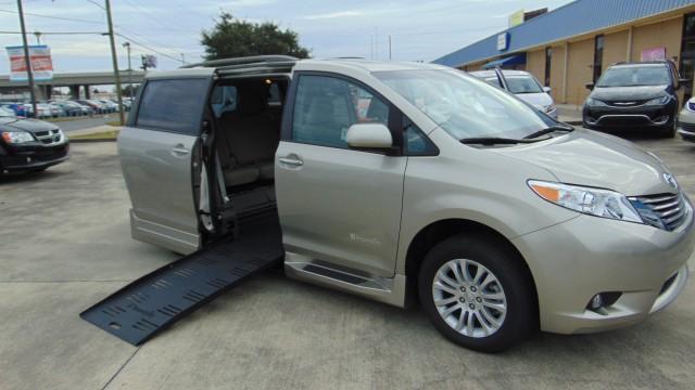 2017 Toyota Sienna BraunAbility Rampvan XT Wheelchair Van For Sale