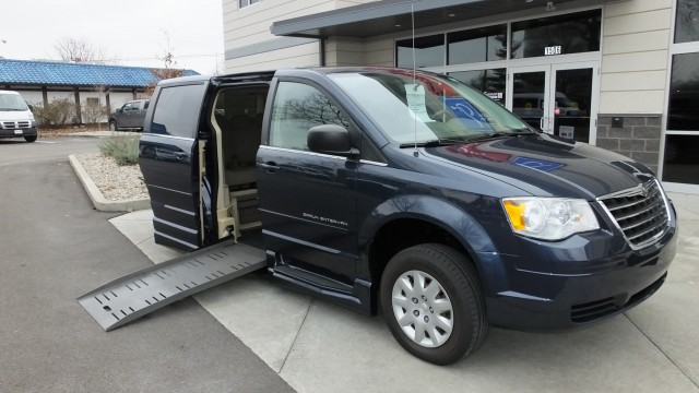 2009 Chrysler Town and Country  Wheelchair Van For Sale